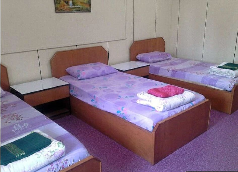 bedroom B with 3 single beds