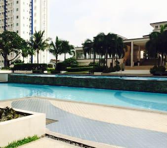 1 bedroom condo with balcony + wifi - Quezon - Condominio