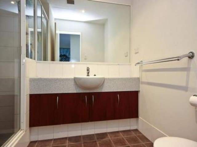 Beautifully furnished one bedroom - Ascot - Flat