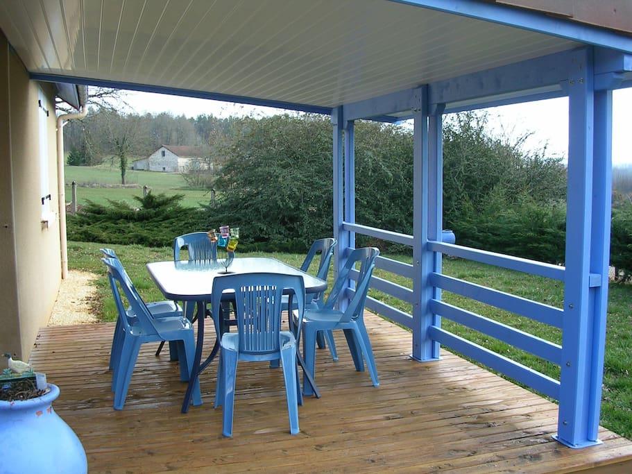 La terrasse couverte de la villa Bastien