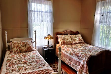 Starling's Rest B&B, Maple Room