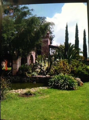 Casa de Piedra y Flores