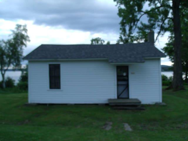 Strawberry Acres Cottages, VT - Newport Center - キャビン