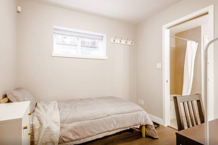 New Private Room Near Skytrain (1)