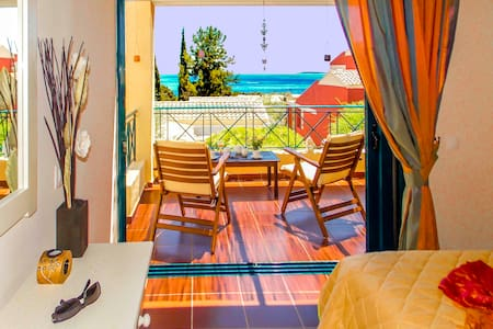 MANTO LUXURY ON BEACH 2 PERSONS APART BARBATI - Mparmpati