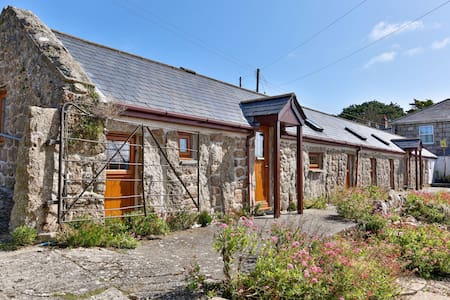 Lands End Cottages no1