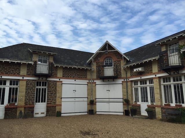 Dépendance maison de famille - Saint-Jean-d'Assé - Wohnung