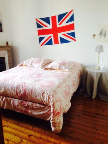 lovely bedroom in angouleme