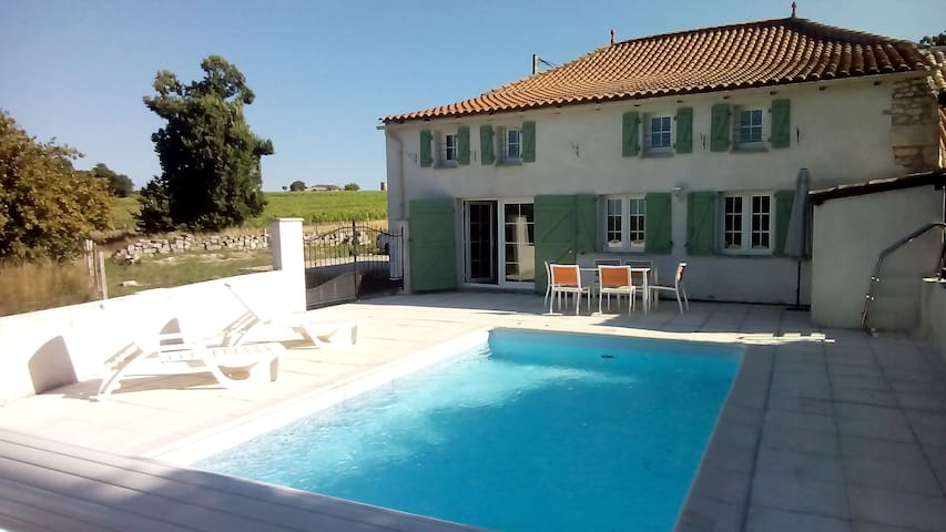 belle charentaise et piscine privée - Saint-Thomas-de-Conac - Casa