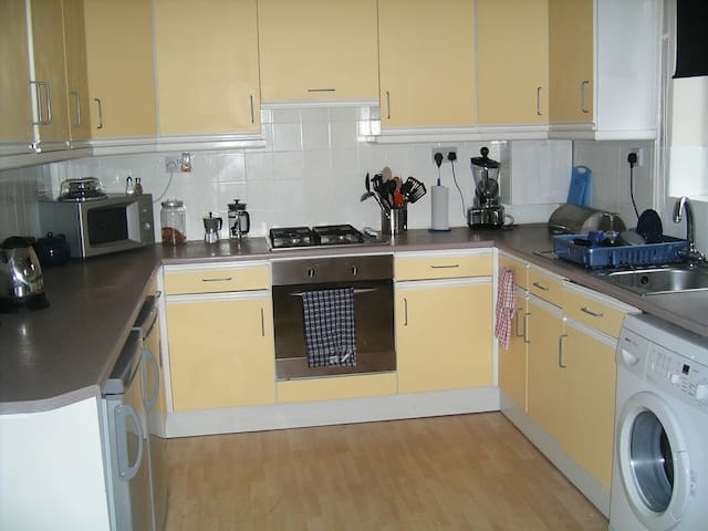 FAB longterm 3bed Beeston rental! Available 8 Nov!