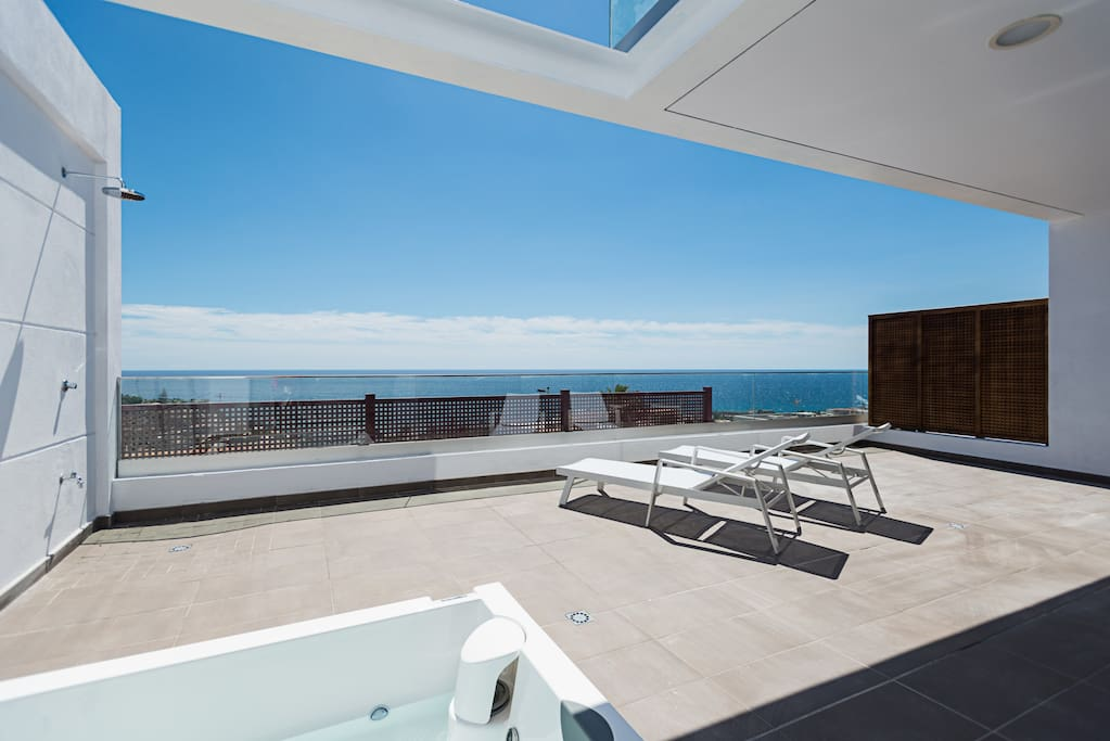 Terrace with private jacuzzi/terraza con jacuzzi privado