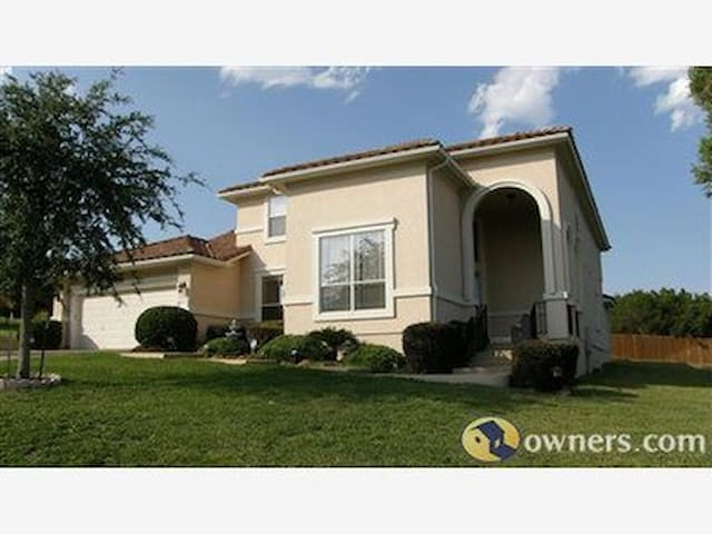 4 BR 3.5 BA Home in Golf Community