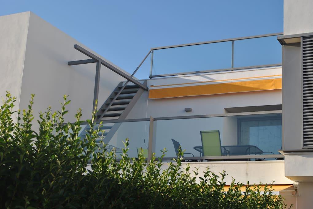 Vista de la terraza y solarium