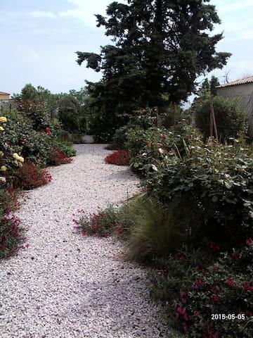 belle maison neuve avec jardin - Codognan - Huis