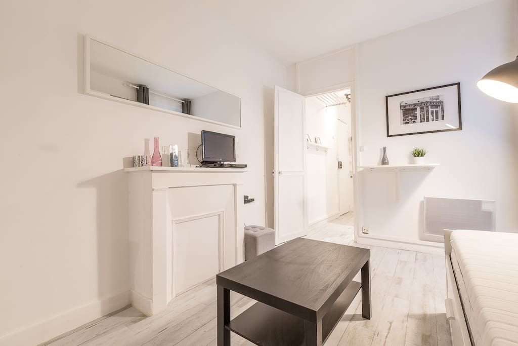 Beautiful Studio Moulin Rouge 1 Apartments For Rent