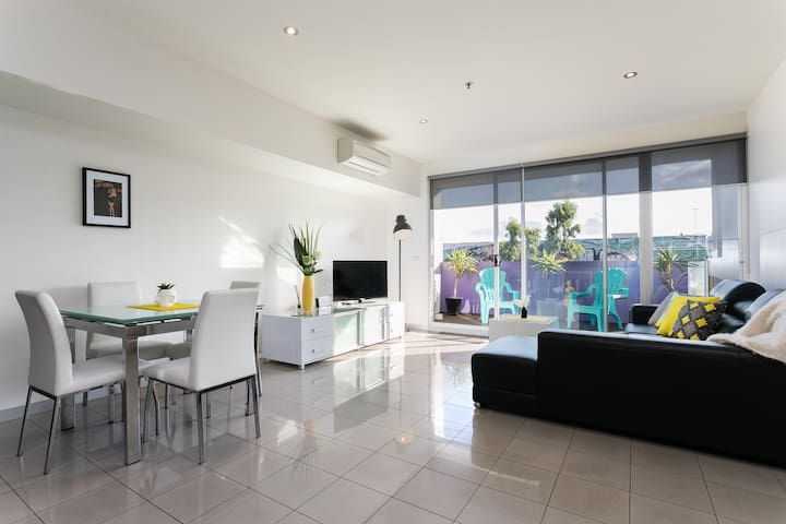 Huge modern 2BD w free parking/Wifi - Prahran - Apartment