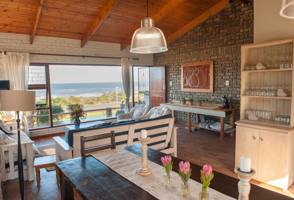 Diningroom seating 10 persons with sea view