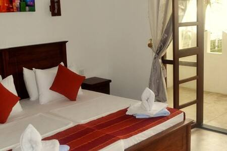 Villa 96 - Hikkaduwa - Bed & Breakfast