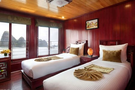 2Day/1Nite- Fantasea Cruise for 2pax - Hanoi - Boot
