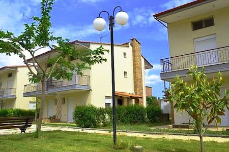 Beautiful house close to the beach - Kalives Poligirou