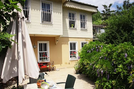 Room in Greenness inc Breakfast - Istanbul - Villa