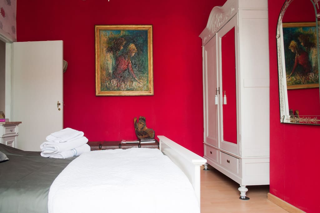Cozy bedroom for two in brussels chambres d 39 h tes for Chambre d hote bruxelles