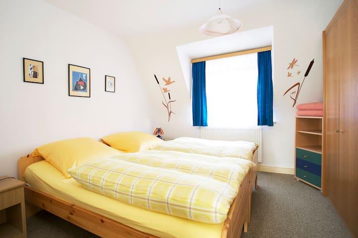Dreizimmerwohnung mit Frühstück - Eckental - Apartment
