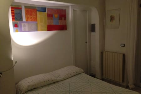 Lovely double room with bath - Hus