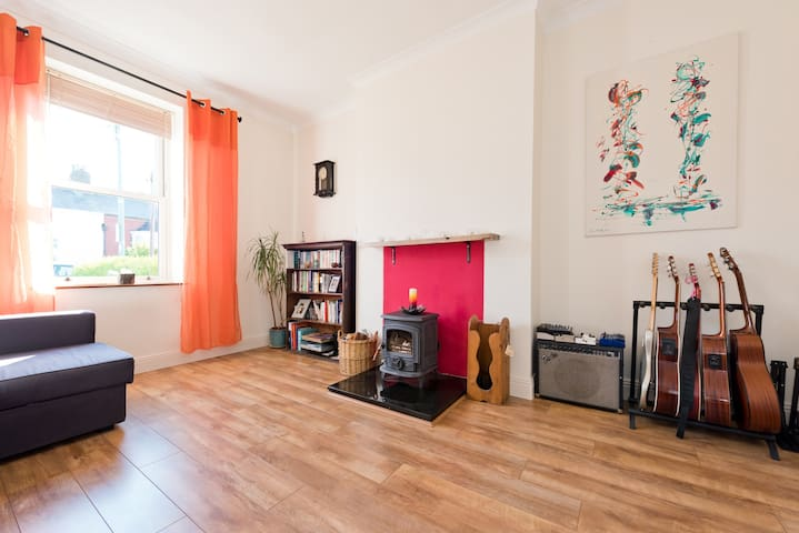 Traditional cottage in city centre - Dublin - Hus