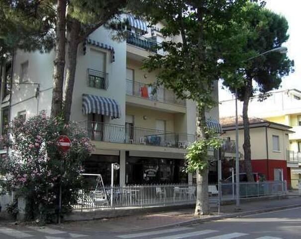 Trilocale con 2 camere e 2 bagni con clima e wifi - Rimini - Huoneisto