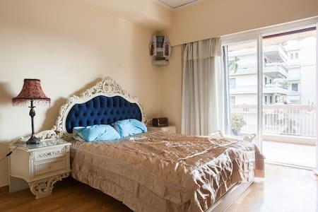 Big cozy renesans style room - Paleo Faliro