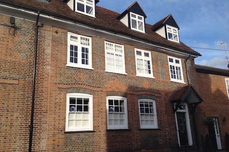 Historic lovely home in city centre - St Albans - 住宿加早餐