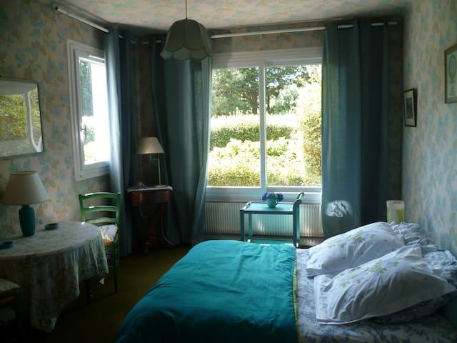 Chambre spacieuse, RDC, proche mer - Gouesnach - House
