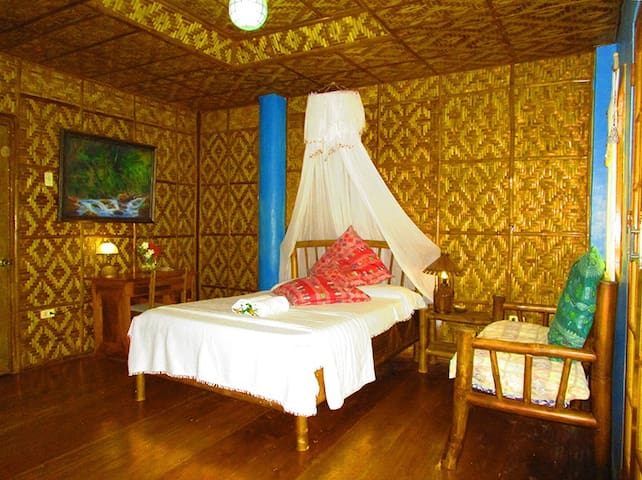 PRIVATE ROOM W VERANDA BY THE SEA - Cebu - Hus