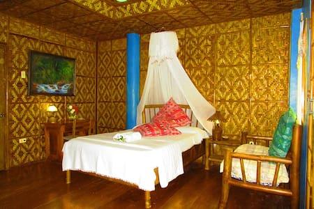PRIVATE ROOM W VERANDA BY THE SEA - Cebu