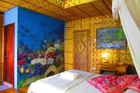 PRIVATE ROOM W VERANDA BY THE SEA - Cebu - House
