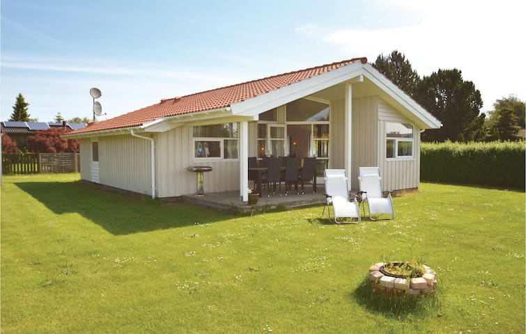 Holiday cottage with 3 bedrooms on 77 m² in Bogø By