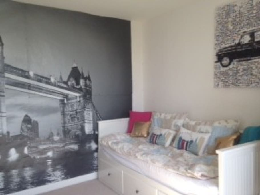 Spare room with pull-out sofa double bed