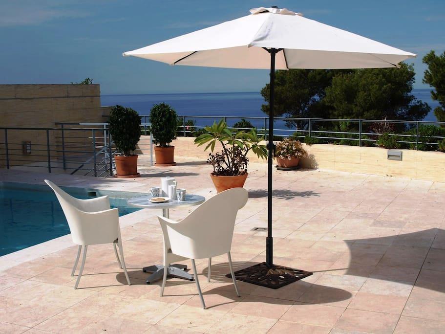 Villa terrace & pool