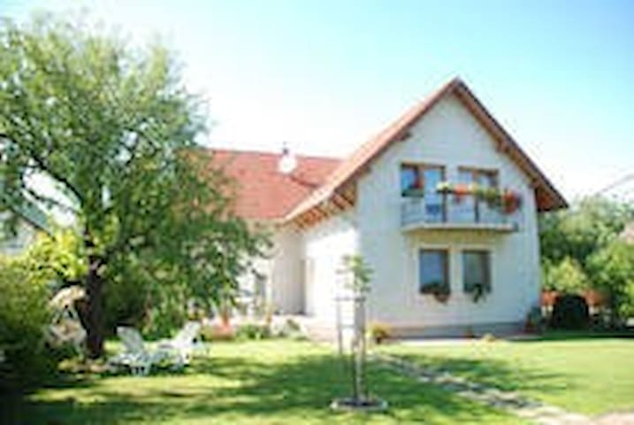 Balaton Vendégház - Balatonszabadi - Hus