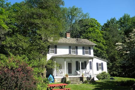 The romantic Perry House - Easton - Talo