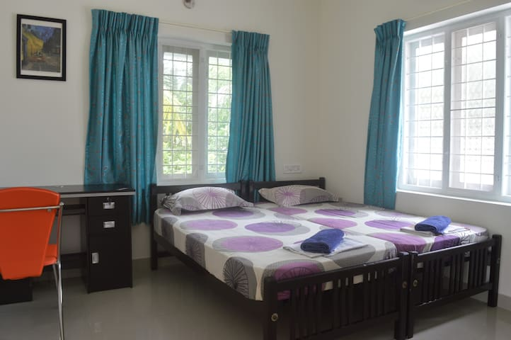 The Pod Cochin AC Twin Bedroom 1 - Kochi