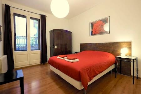 Apartment for 8/10 people close to the Rambla - Barcelona - Apartment