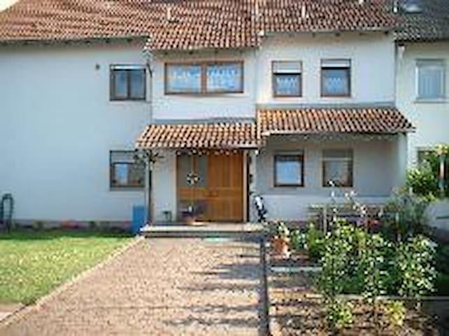 Ruhige Unterkunft, Souterainwohnung - Elsenfeld - Appartement