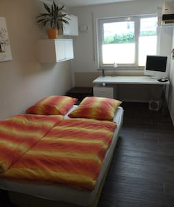 12 sqm room with separate bathroom - Höhenkirchen-Siegertsbrunn