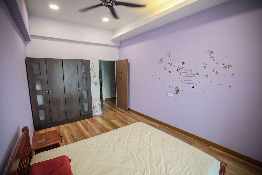 2nd bedroom- Queen size bed