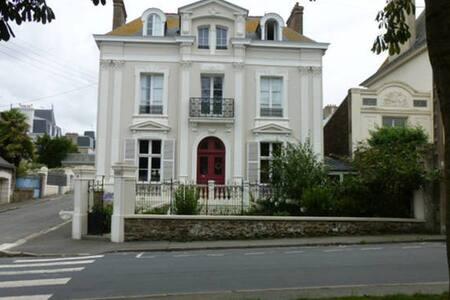 Séjour chez un artiste à Saint-Malo