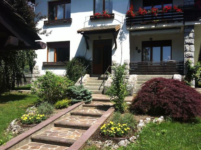VILLA BIFAMILIARE CON GIARDINO - Gromo - Dom