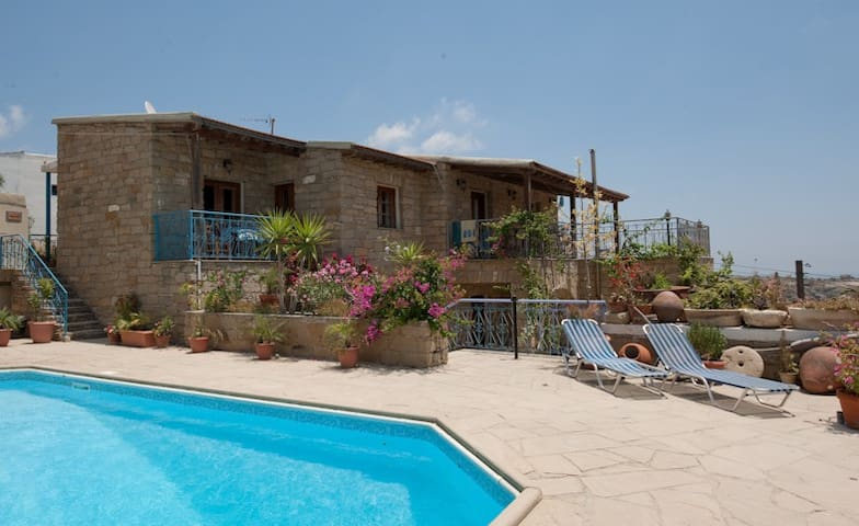 Adamos B&B - Tochni - Bed & Breakfast