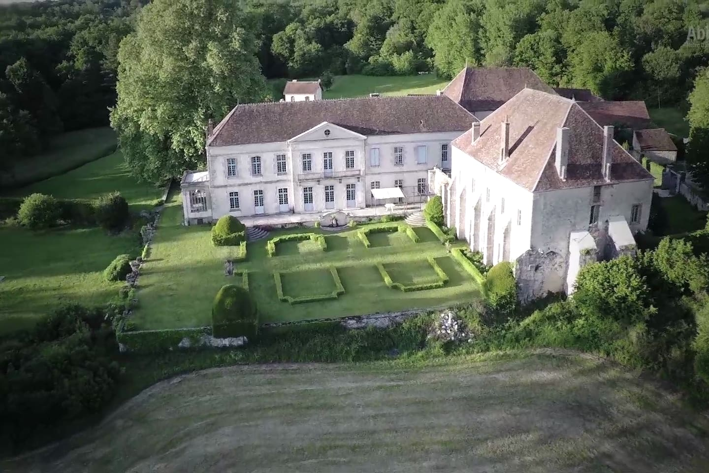 Vue panoramique de l'Abbaye côté sud - Panoramic view of the southern side of the Abbey